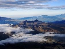 Rumiñahui volcán inactivo fuertemente erosionado de 4.721 m altura. Situado 40 kilómetros al sur de Quito en los Andes orientales de Ecuador, eclipsado por su vecino famoso el Cotopaxi. Constituye un excelente mirador de los volcanes de esta zona y es de fácil subida. Foto: Magnus von Koeller